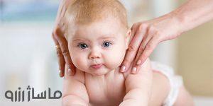 ماساژ شانه و دست نوزاد